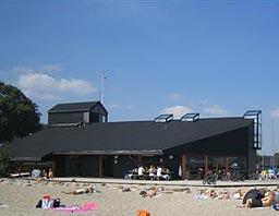 Klubhuset ved stranden i Vedbæk